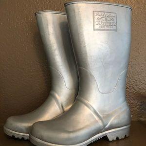 Silver rain boots youth 2 Ralph Lauren.